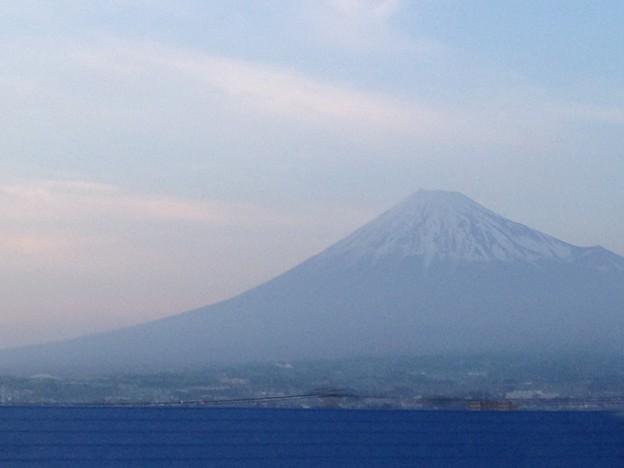 写真: 車窓からの富士山