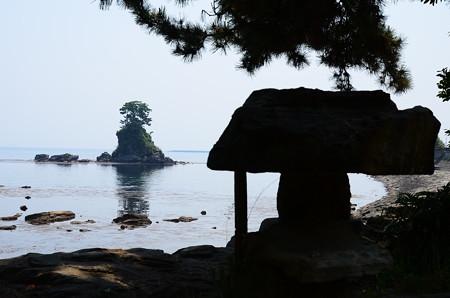 雨晴岩から見る女岩