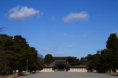冬晴れの下の京都御所