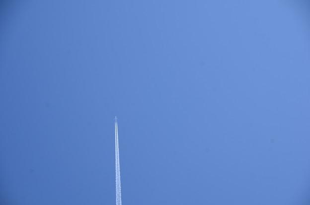 飛行機雲一筋