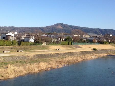 春めく賀茂川と大文字