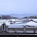 Photos: 雪の賀茂川と北山