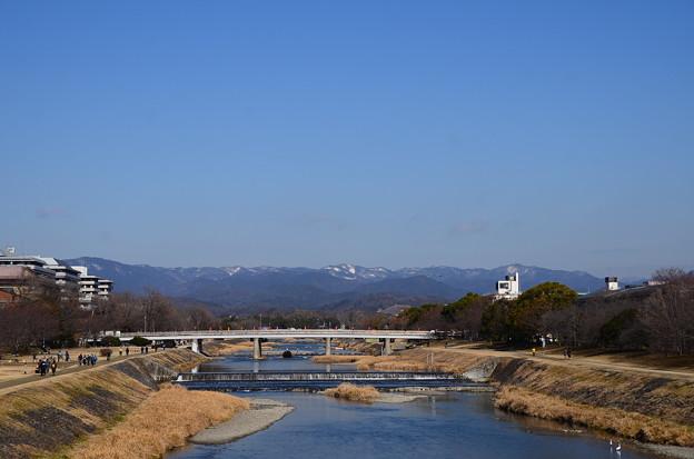 丸太町橋から見る鴨川と北山