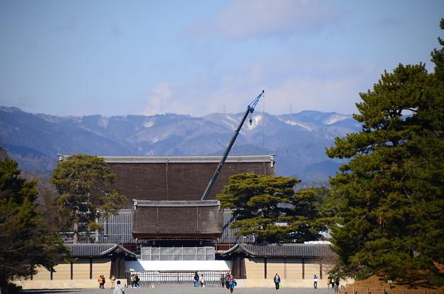 京都御所と雪の北山
