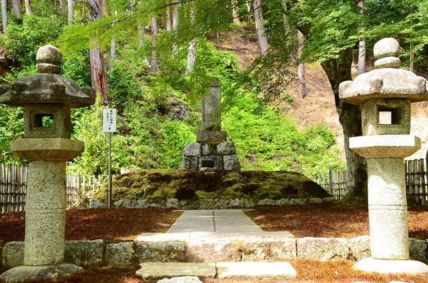 東照大権現(家康)の墓