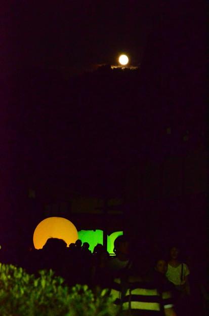 光の祭とお月様