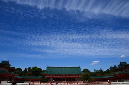 秋空の平安神宮