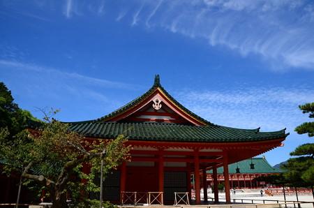 平安神宮の秋空