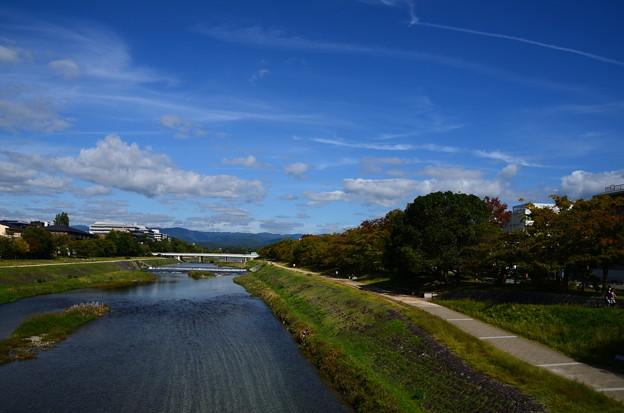 鴨川の秋空