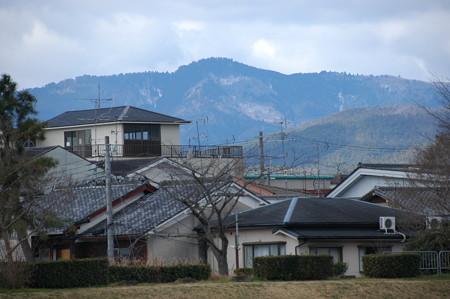 うっすらと雪の愛宕山