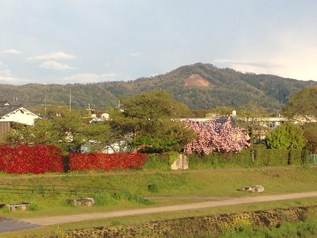 賀茂川の関山と大文字