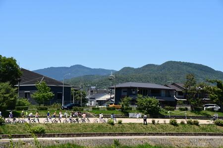 賀茂川からみる愛宕山と鷹峯三山