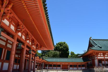赤と緑の平安神宮