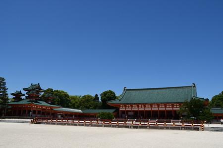 青空の平安神宮