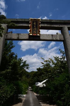 夏空の梨木神社