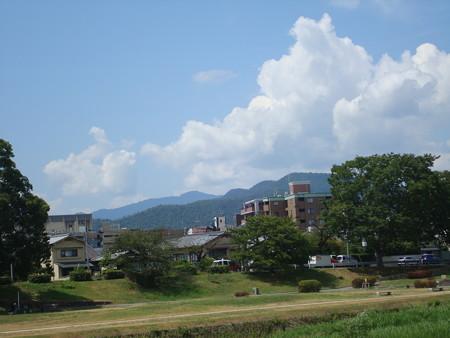晩夏の雲の愛宕山