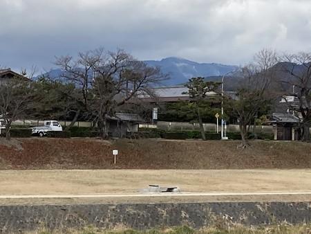 うっすら雪の愛宕山