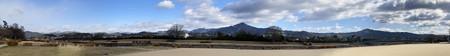 賀茂川から見る雪の山々