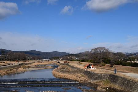 お正月の賀茂川と雪の北山