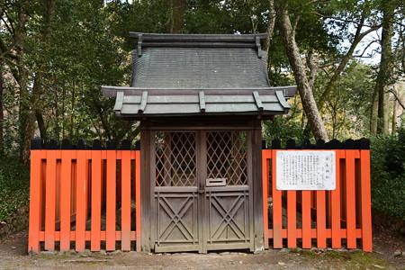 半木(なからぎ)神社本殿