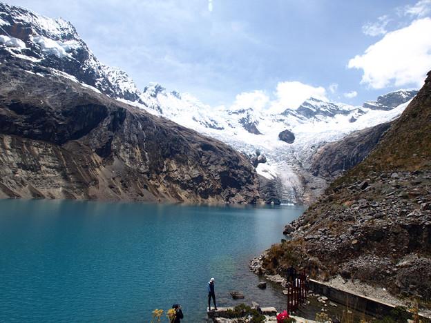 52.氷河が流れこむ湖