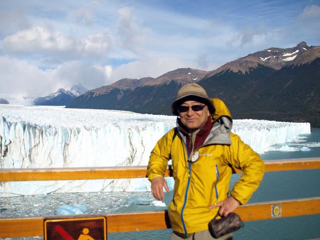 123.ペリト・モレノ氷河をバックに