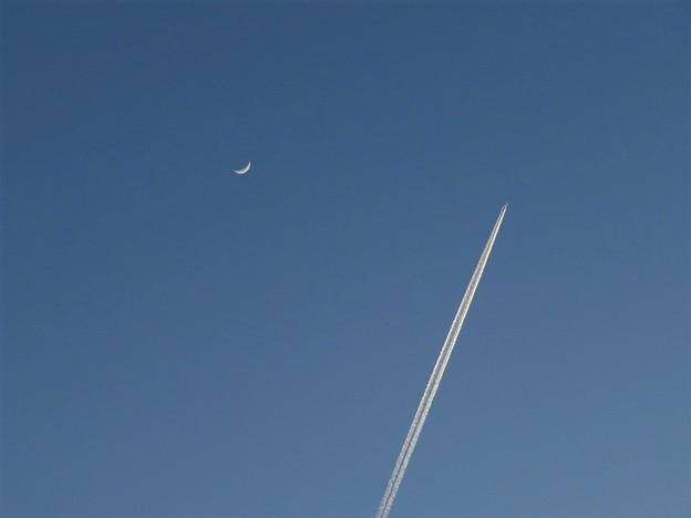 三日月&飛行機雲_6480