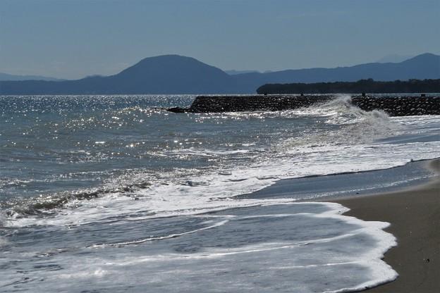 砂浜の寄せ波引き波_8263