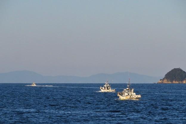 漁場へ向かう漁船_9207