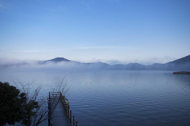 朝の三方湖