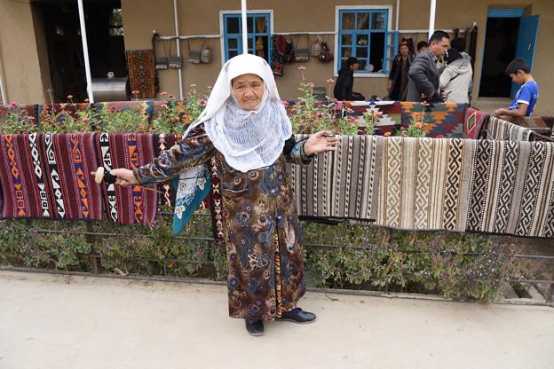 絨毯売りのおばあちゃん