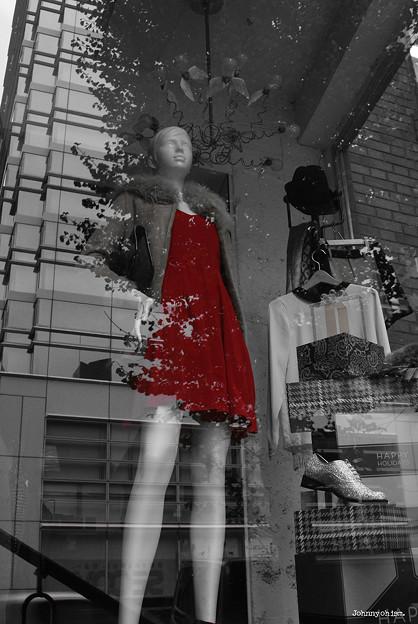 赤い服の女
