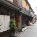 写真: 祇園裏通り