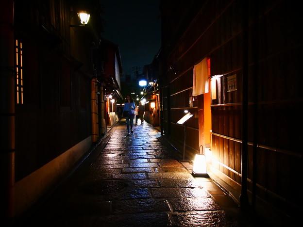 写真: 祇園の路地