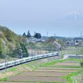 Photos: 富士山をバックに里山を行くE257系特急あずさ号