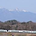 八ヶ岳とE353系特急スーパーあずさ号