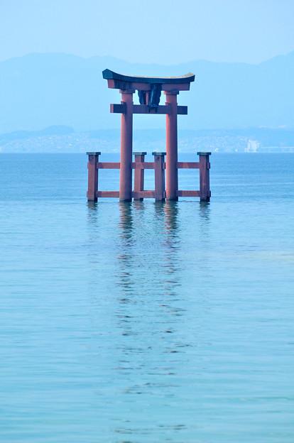 琵琶湖と湖上鳥居
