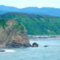 写真: 海岸線を行く
