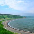 写真: 空と海の間