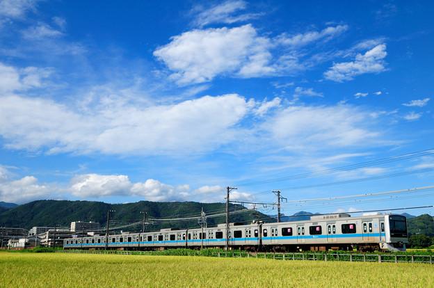 写真: 秋空と3000形電車