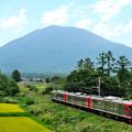 Photos: 黒姫山と115系電車