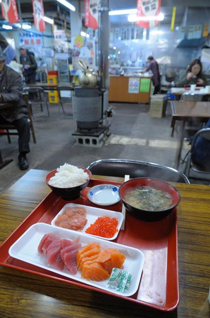 八戸市営魚菜小売市場 朝ごはん
