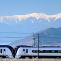 南アルプスとE353系特急電車