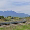 Photos: 八ヶ岳をバックに走る中央線211系普通電車