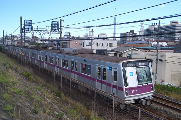 東京メトロ8000系電車と東京スカイツリー