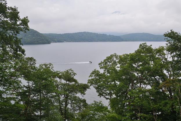 野尻湖とボート