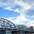 トラス橋を渡る京成スカイライナー