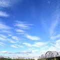 流れる雲とトラス橋