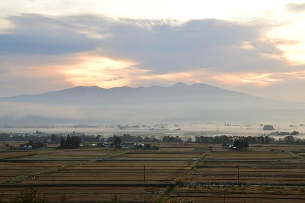 会津盆地の朝霧
