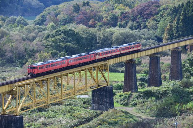 磐越西線 一の戸橋梁を渡る国鉄カラー列車